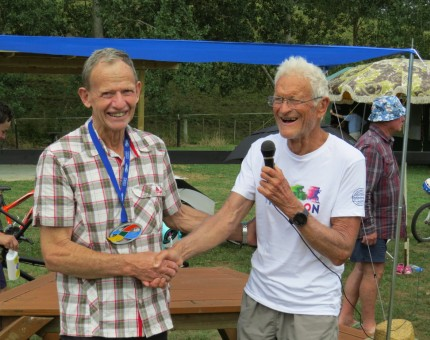 Garth thanking Bruce Rogers for organising the camp the organiser